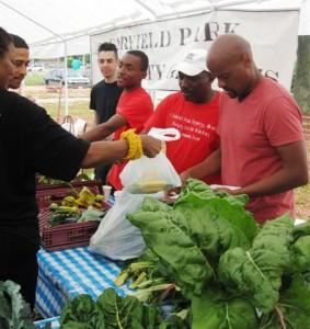 Community farmers at the Garfield Park Garden Network Neighborhood Market, supported by the Walter S. Mander Foundation.